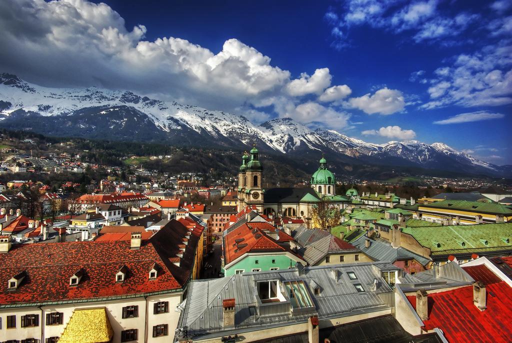 Столица двух зимних Олимпиад, Инсбрук стоит среди невысоких гор
