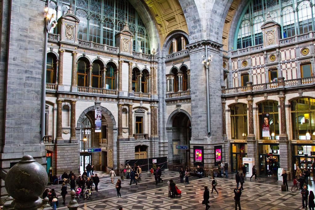 Центральный железнодорожный вокзал (Gare centrale d\\\