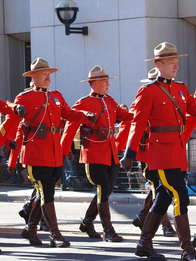 Королевская полиция на параде Стемпид