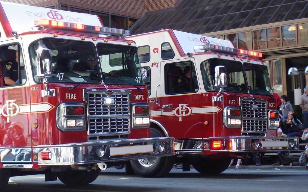 Пожарные машины на параде Стемпид