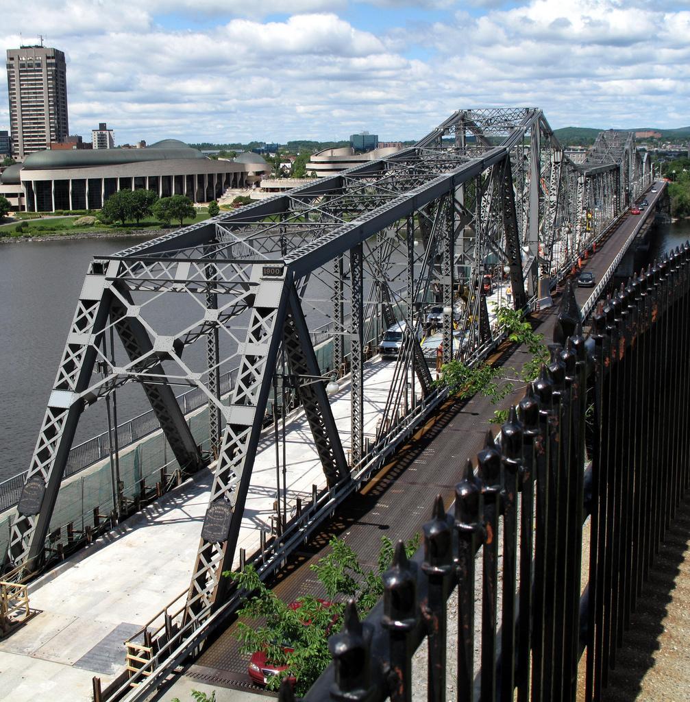 Мост между провинциями Онтарио и Квебек