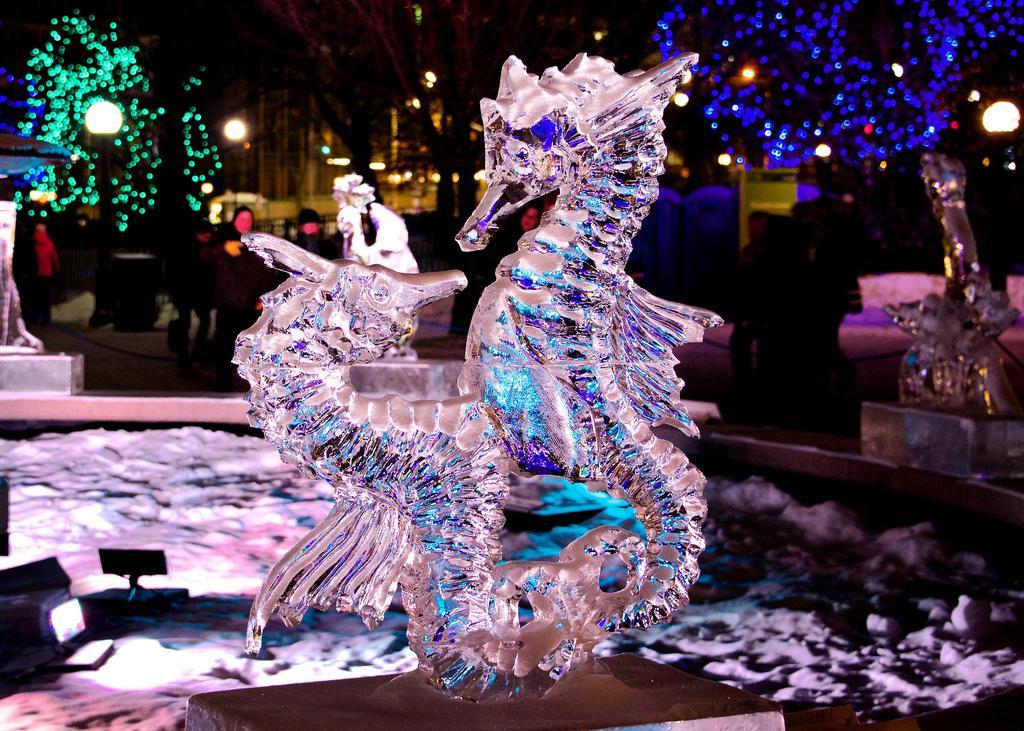 Конкурс ледяных скульптур на фестивале Winterlude