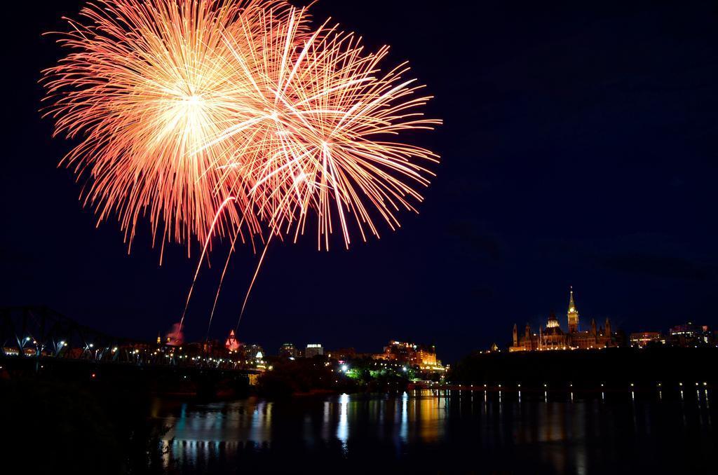 Фейерверк на День Канады