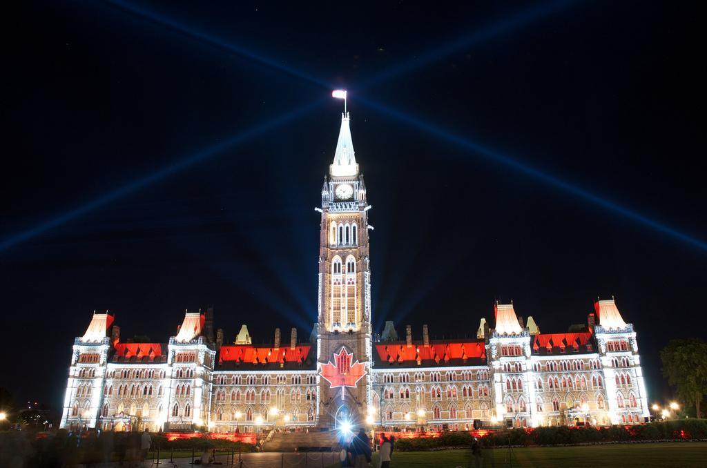 Световое шоу на Парламентском холме