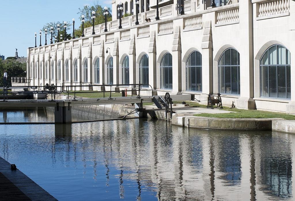 Шлюзы между каналом Ридо и рекой Оттава