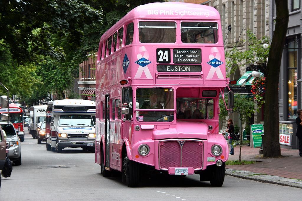 Экскурсионный автобус в районе Gastown