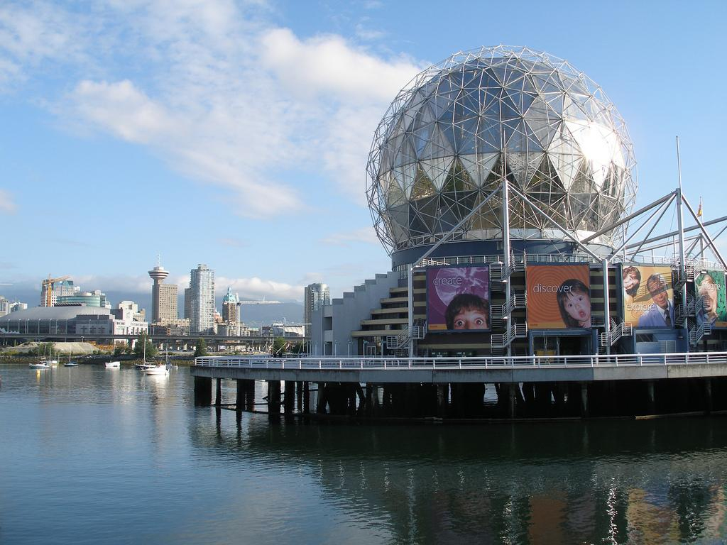 Музей науки Science World в Ванкувере