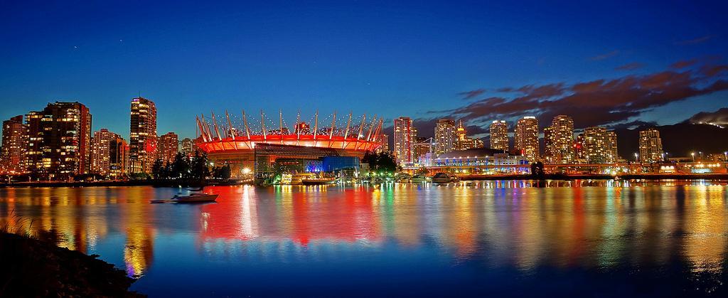 Стадион BC Place ночью