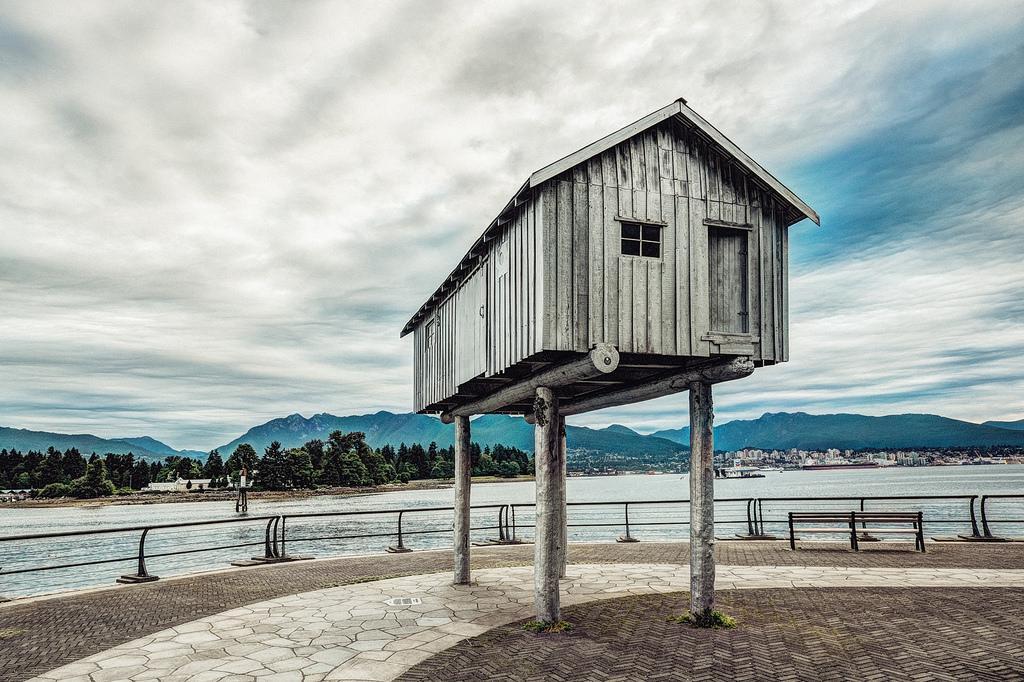 Памятник деревянному дому