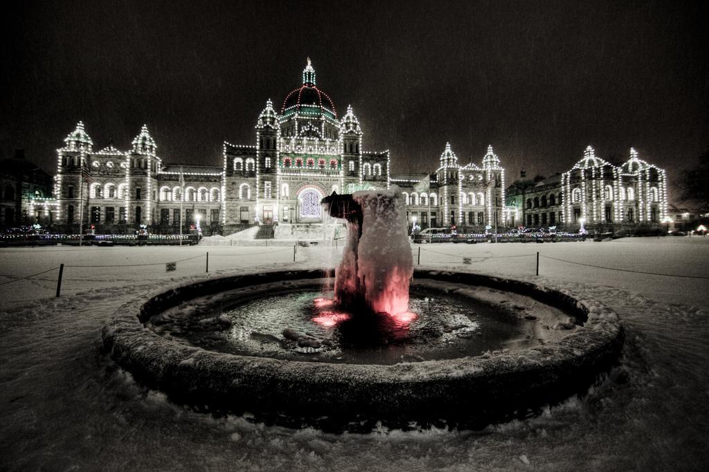 Здание парламента Виктории зимой