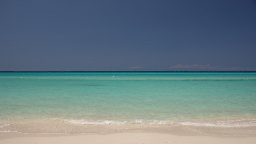 Море на пляже Варадеро