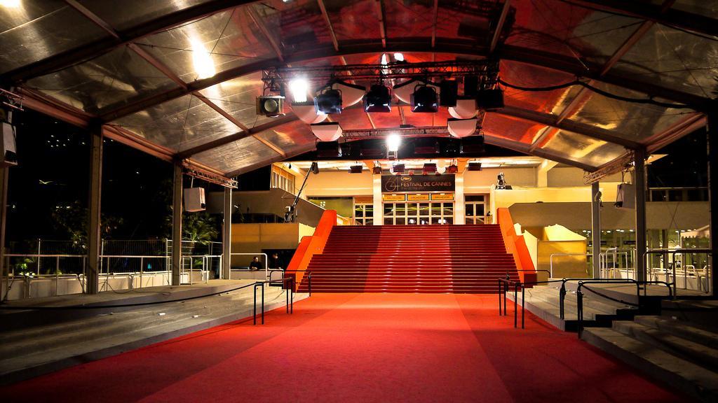 Красная ковровая дорожка Международного Фестиваля кино