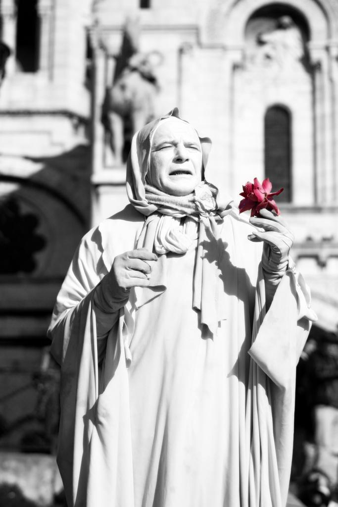Человек-статуя на Монмартре