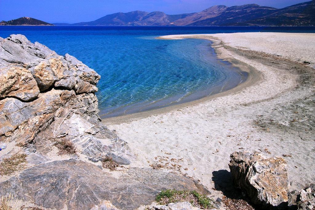 Пляжи острова Эвия