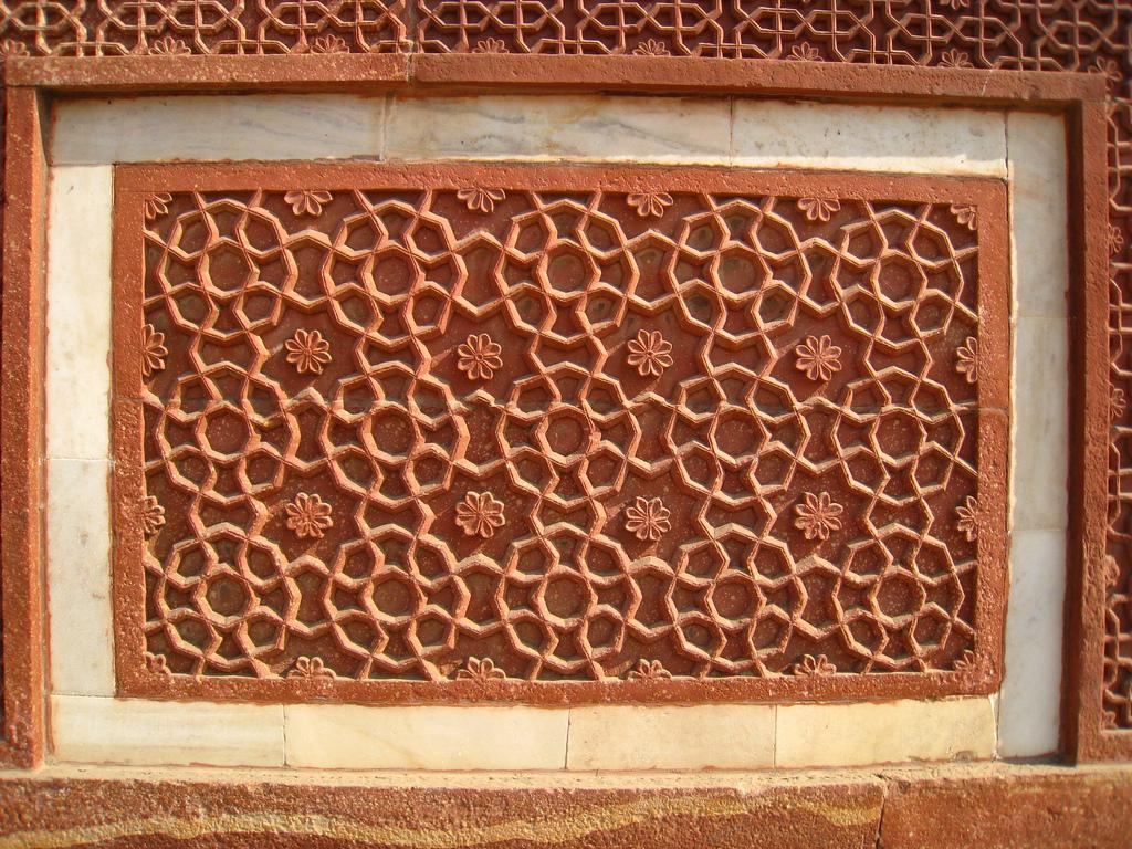 Орнаменты на стене Агра-форта