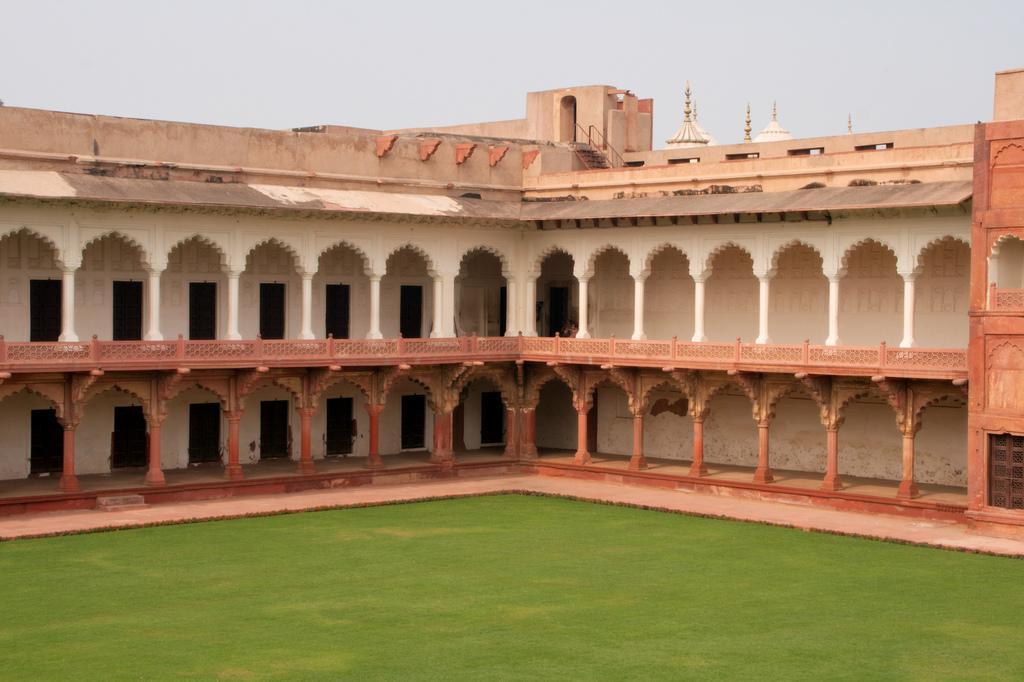 Внутри форта