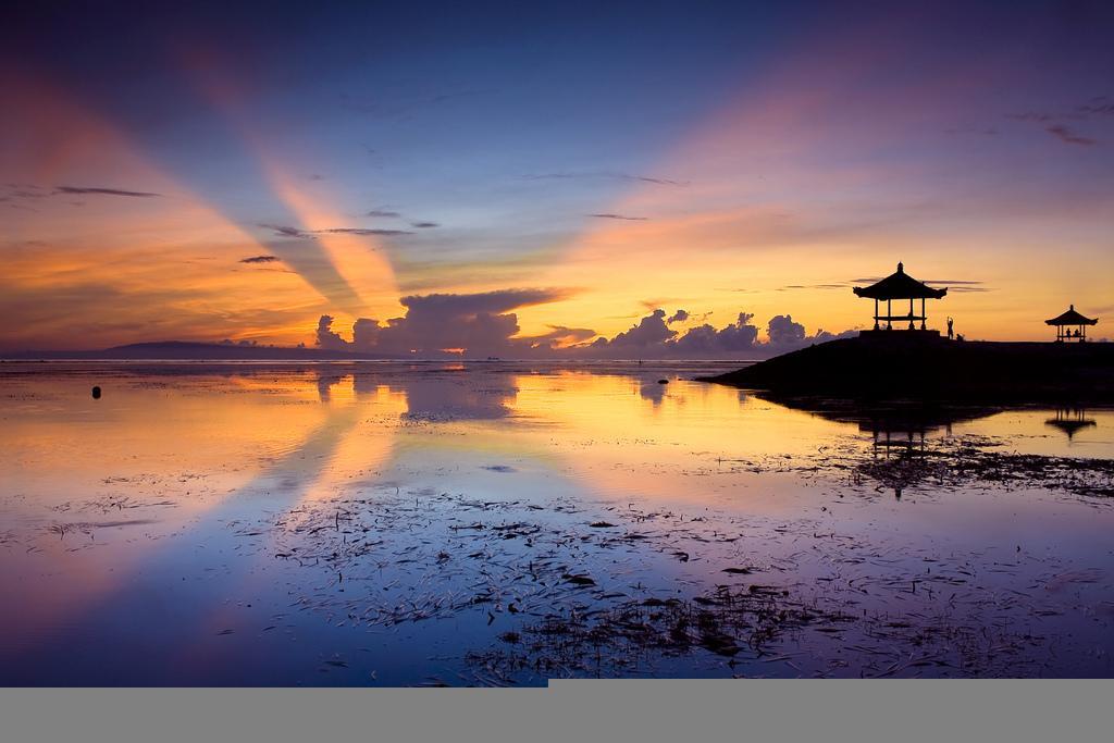 Закат на Бали