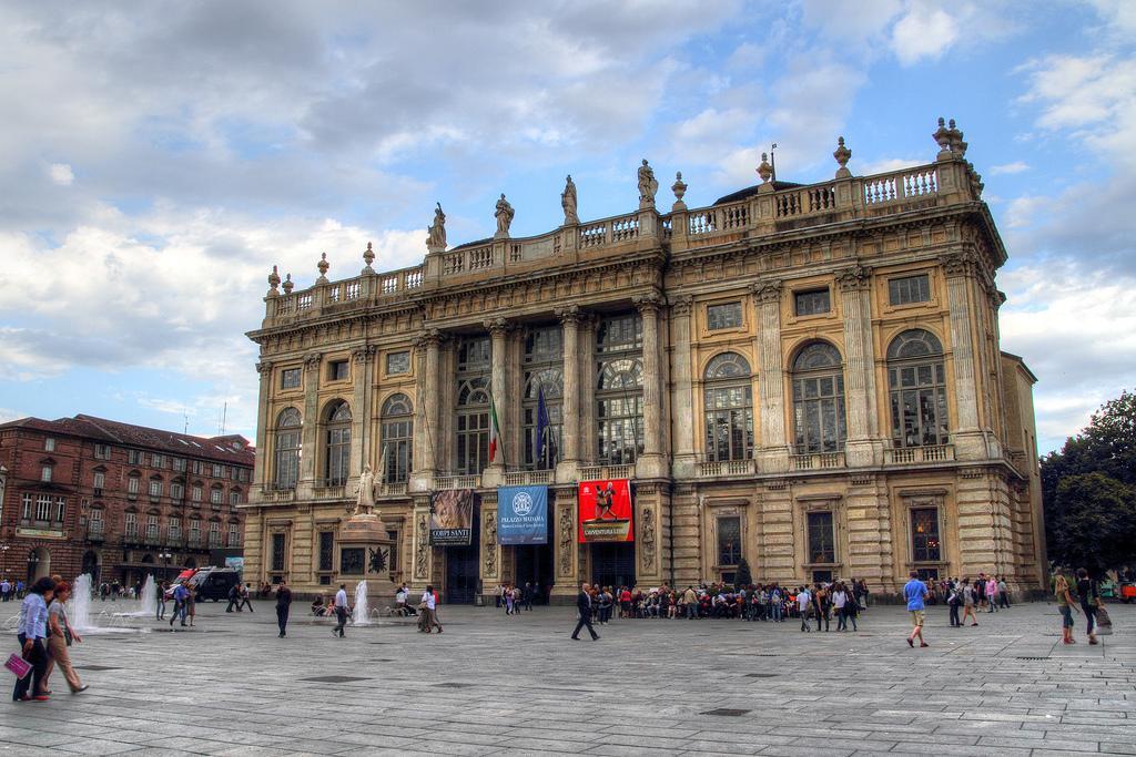 Палаццо Мадама на площади Кастелло