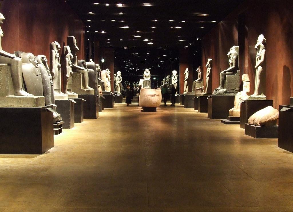 Зал египетских статуй