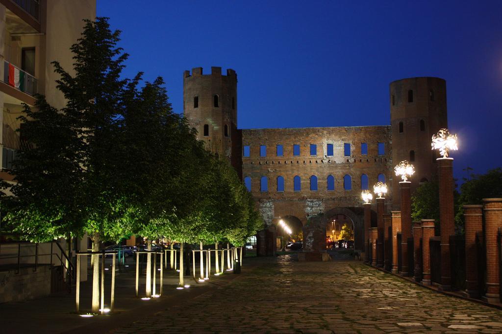 Порта Палатина ночью