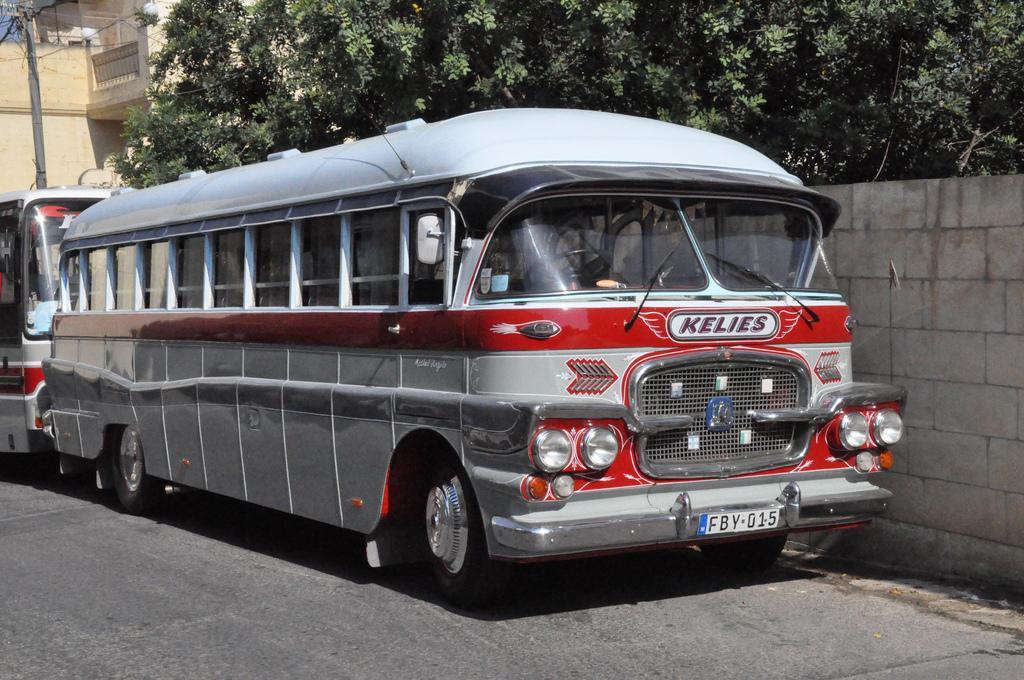 Автобус на острове Гоцо