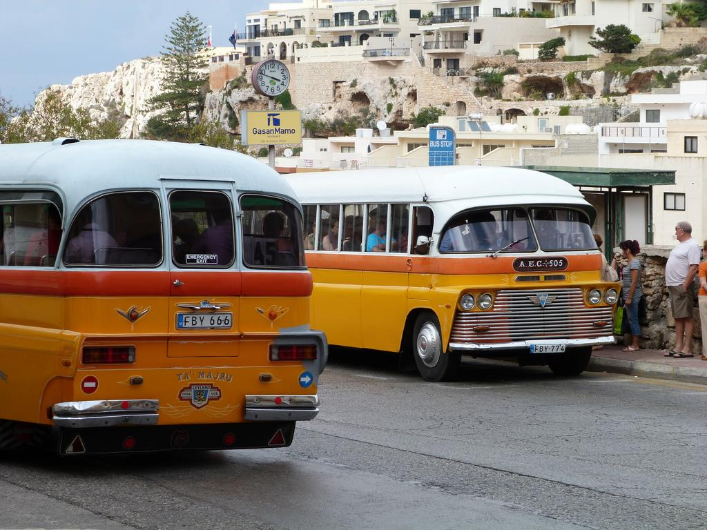 Автобусы в Меллиехе