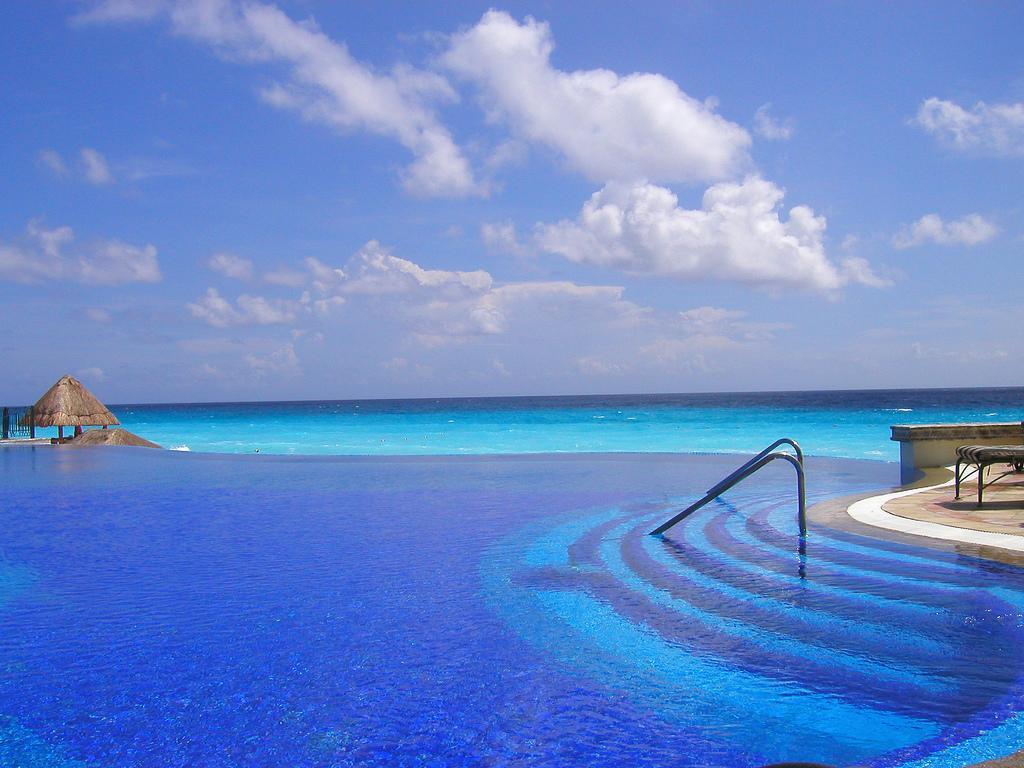 Бассейн отеля Marriott в Канкуне