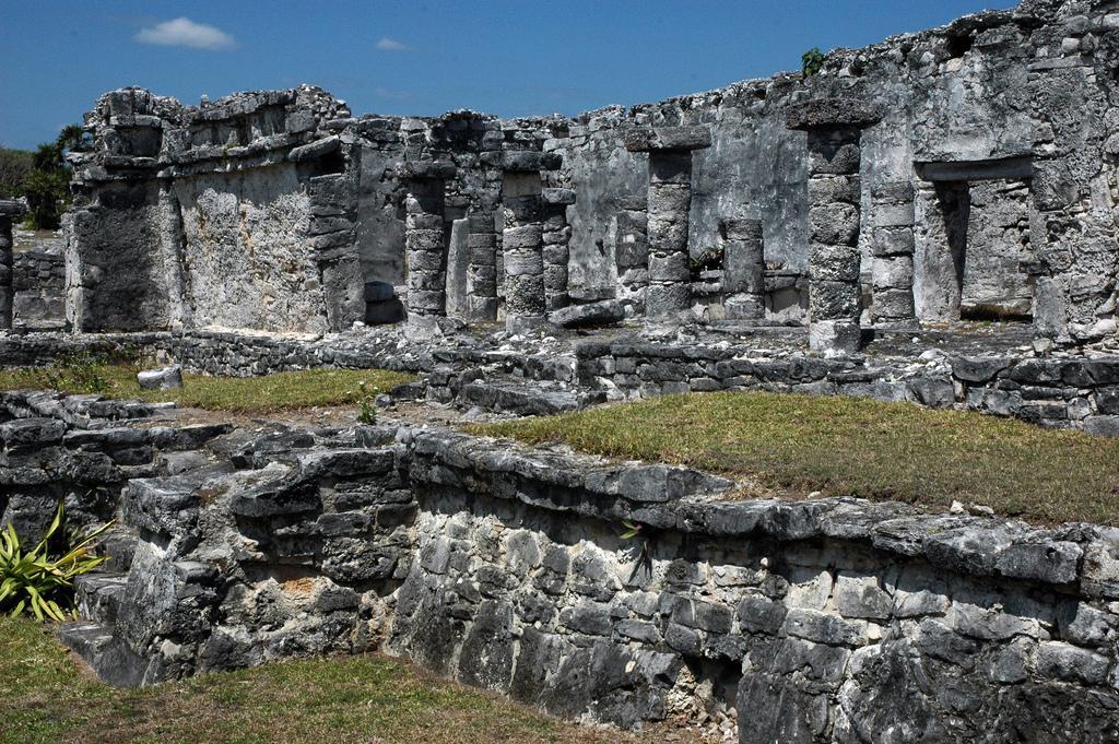 Руины города майя