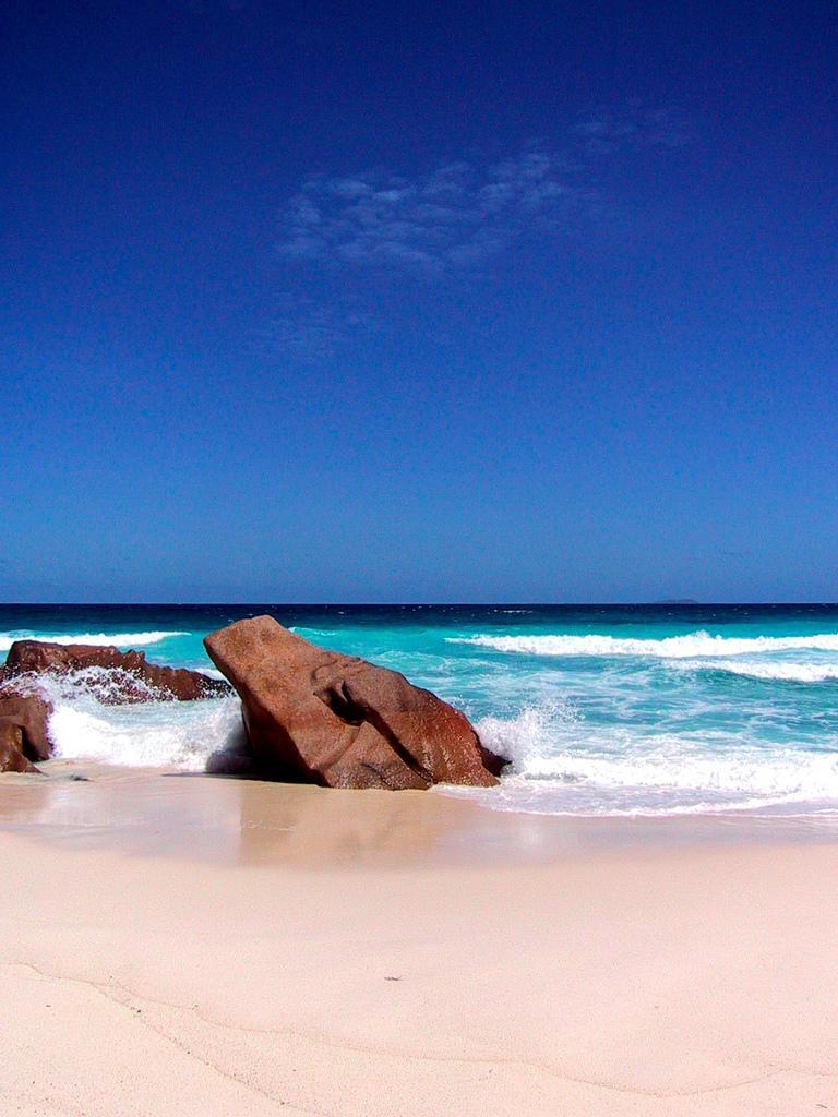 Пляжи острова Ла Диг