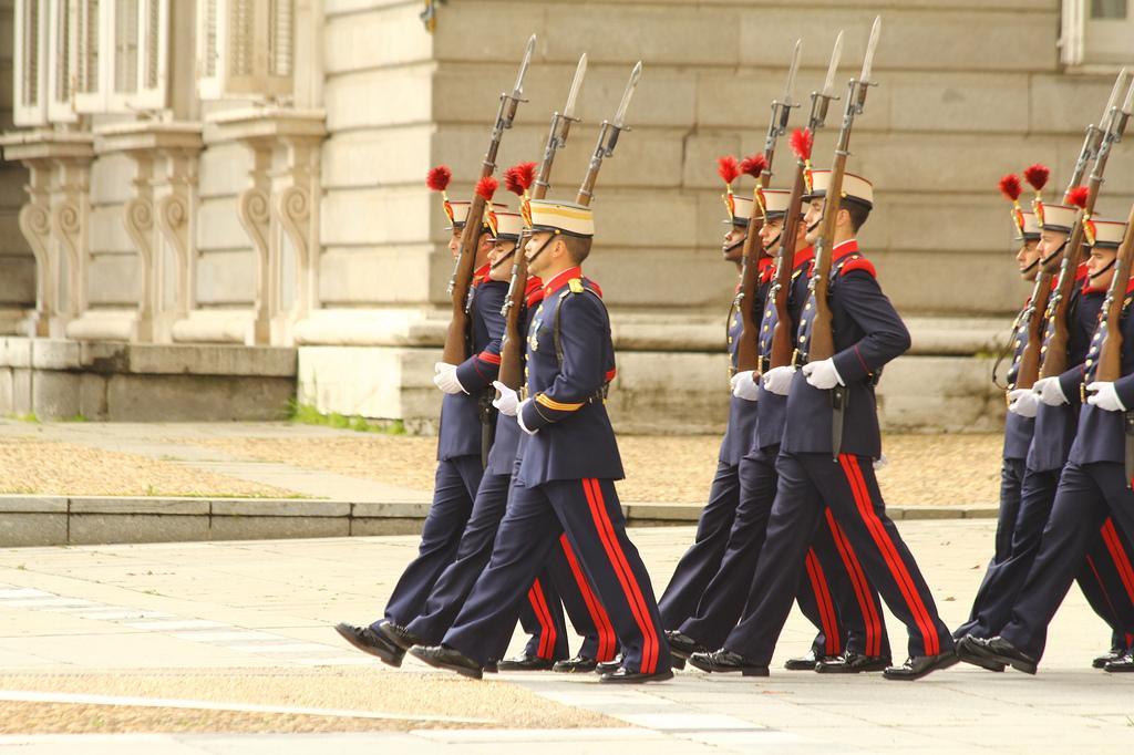 Гвардия в Королевском дворце Мадрида