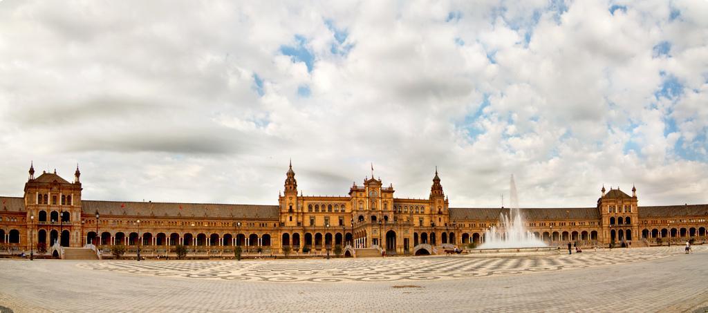 Панорама площади Испании