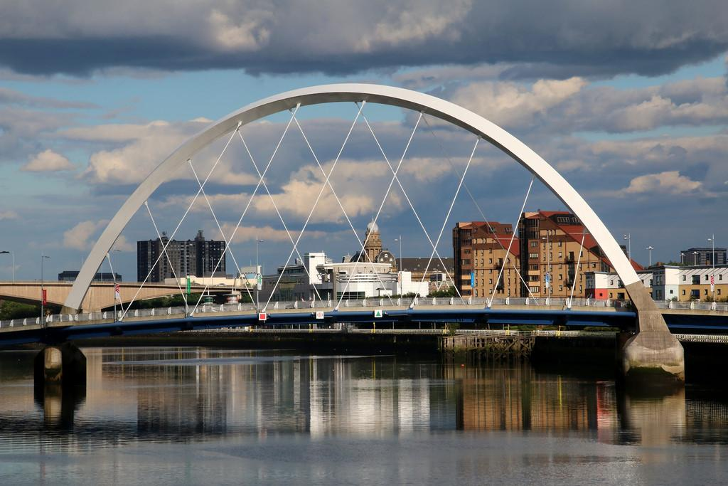 Арочный мост через реку Клайд