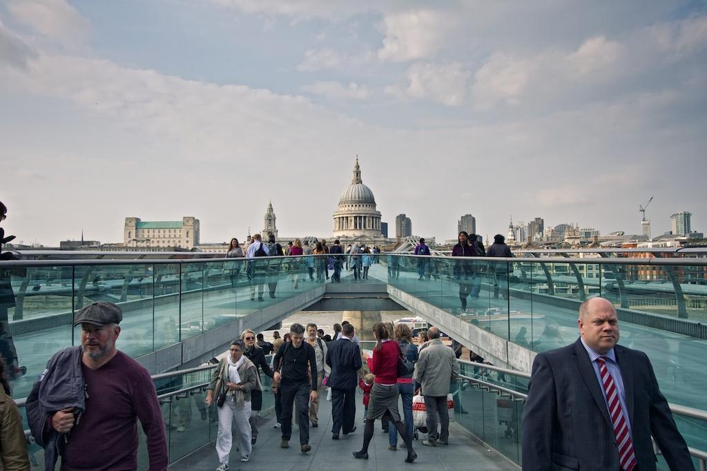 Вид на Собор Св. Павла с моста Millenium Bridge