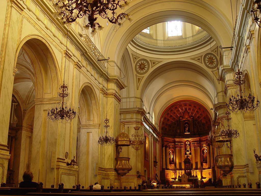 Внутри католического собора