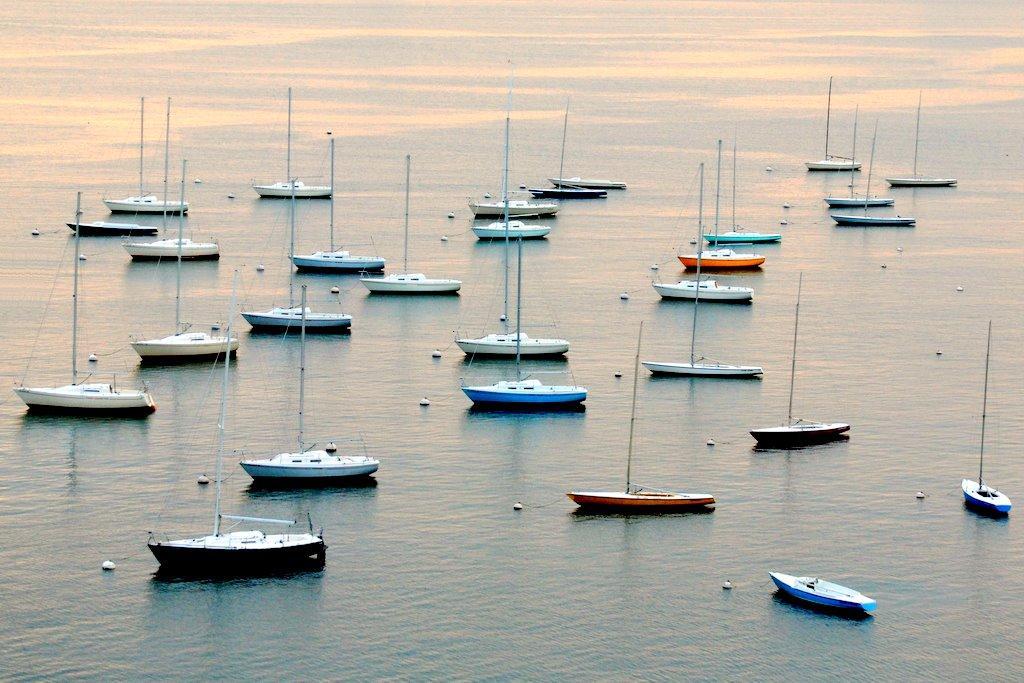 Лодки в порту Бостона