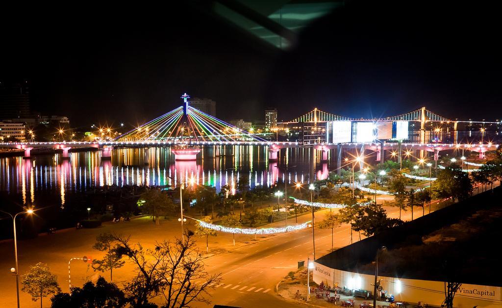 Ночной Дананг