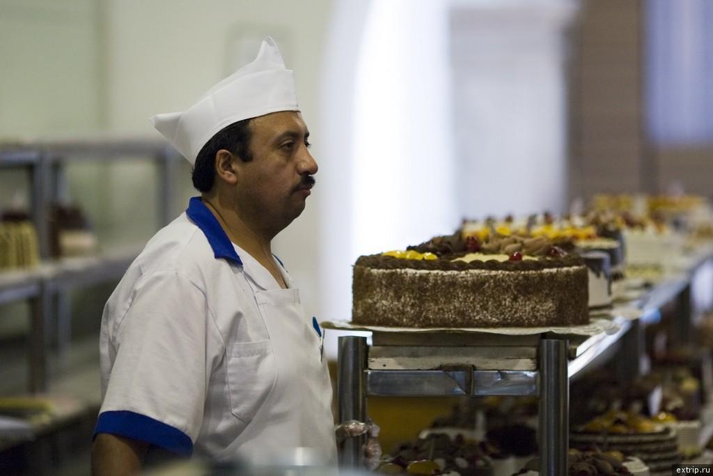 Продавец тортов